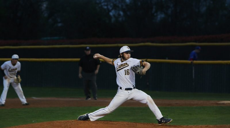 Varsity baseball makes comeback to advance to playoffs